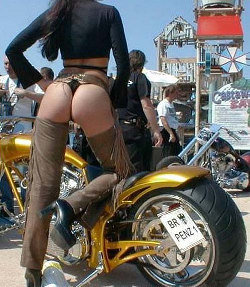 Mulher de biquini em moto, gostosa na moto,woman on bike with bikini, babes on bike with bikini ,women in bikini on bike